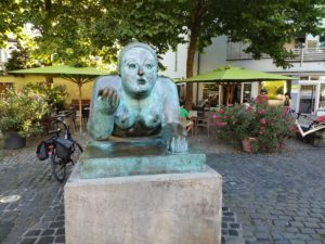 Lady with apple from front in Bamberg